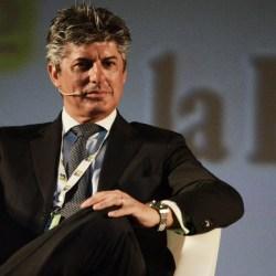 Telecom Italia, lascia l'amministratore delegato Patuano