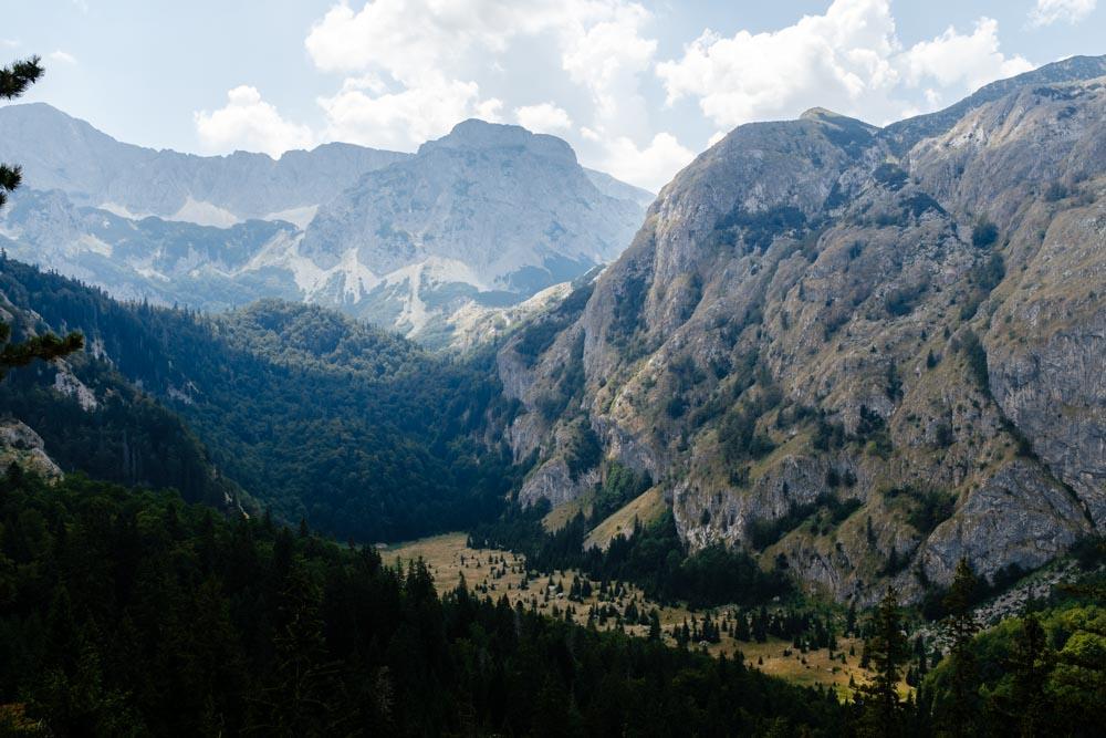 Montenegro_HikingValley