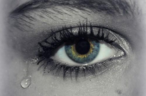 traan uit oog, huilen