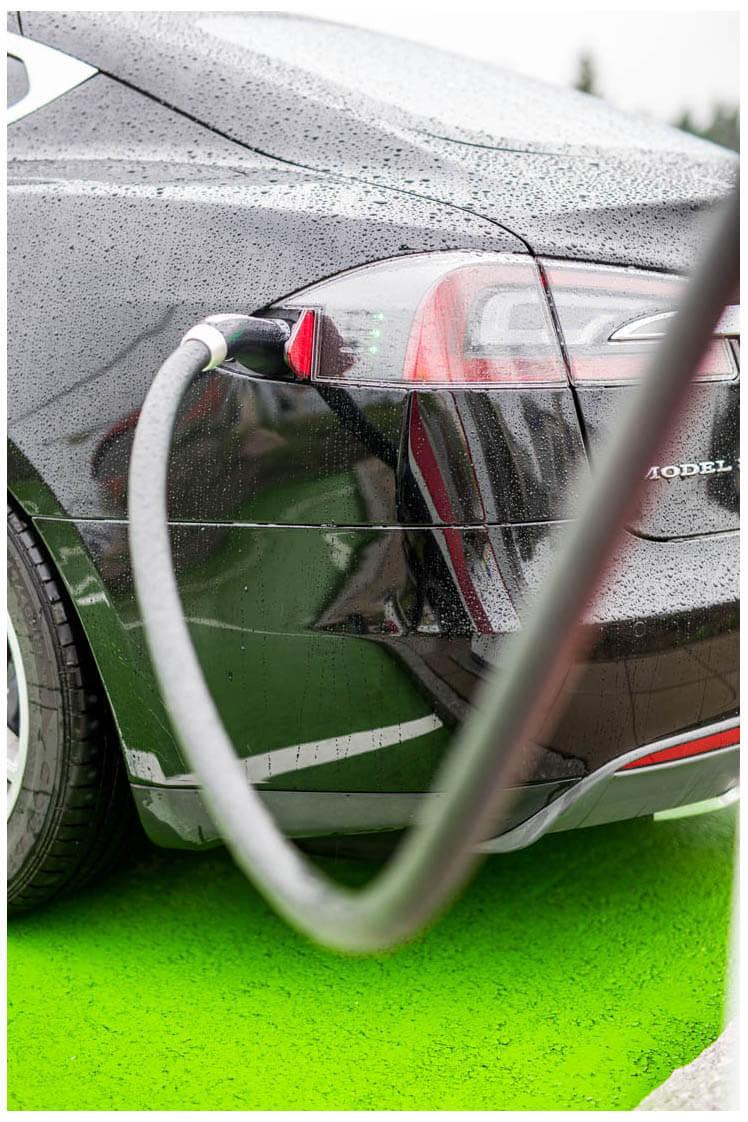 Tesla Models S  Fotoshooting bei der ETankstelle der