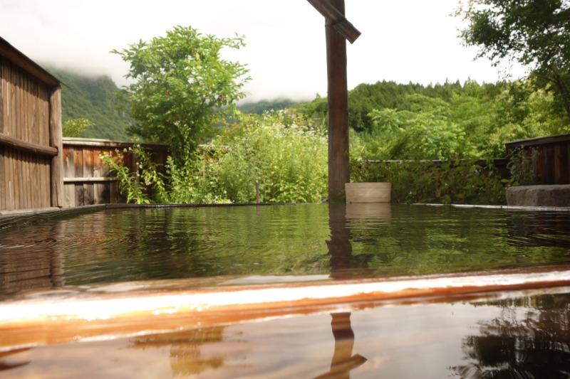 Badekar i et privat Onsen i en Ryokan