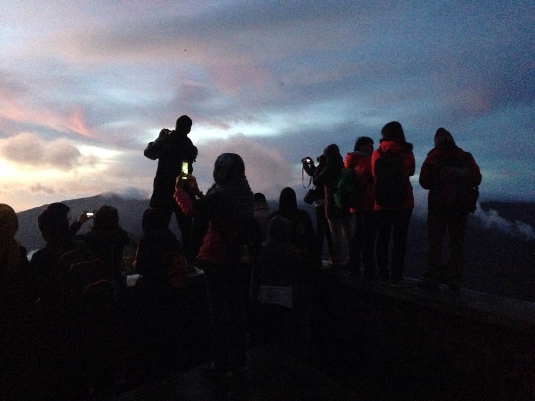 Solen er ved at stige op på Mount Bromo