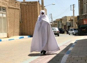 Den hvide kvinde på vejen