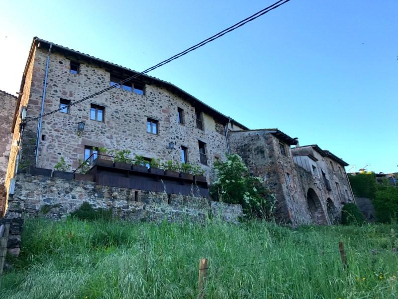 Catalansk middelalderhus omdannet til romantisk hotel i Santa Pau