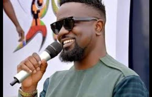 Rapper Sarkodie 'teaches' youth on how to be successful