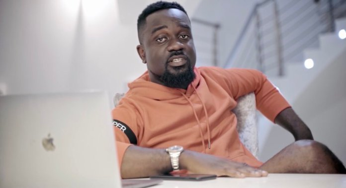 Sarkodie shows off stacks of Nike shoes as he poses for the gram to prove he's not stingy (+Photos)