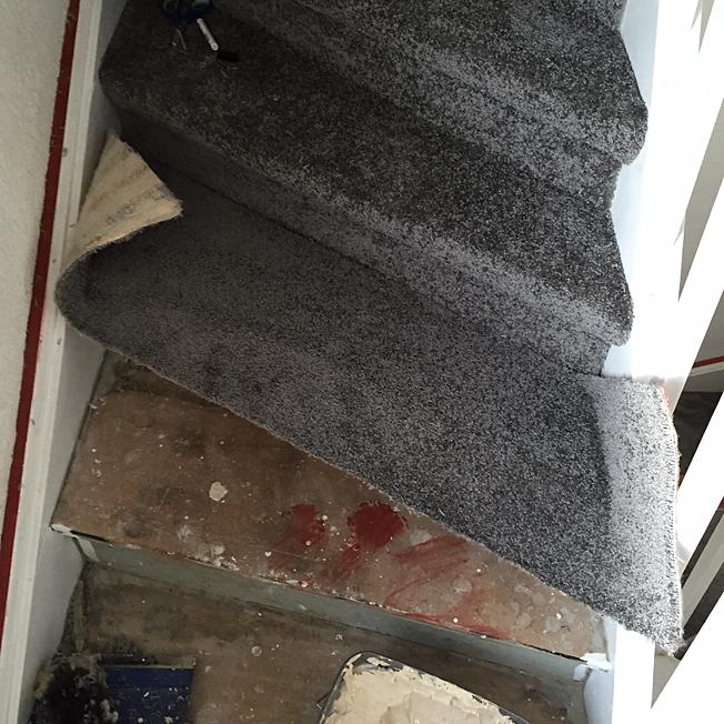 Teppich auf Treppe kleben  Dann wollen wir mal!
