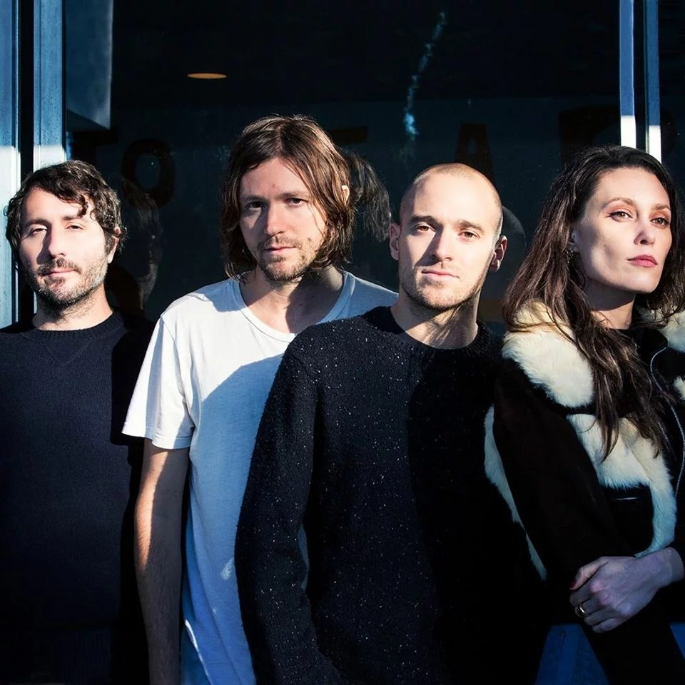 """Nieuwe single Family Of The Year – """"Hold Me Down"""""""
