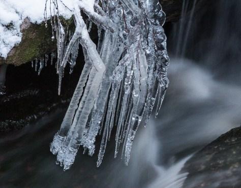 bw-fallsA-icicle1