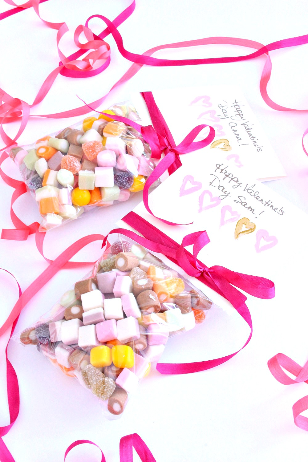 Easy DIy Valentine's Day Card and Treat Bag in One #valentinesday #dollymix #kidscrafts