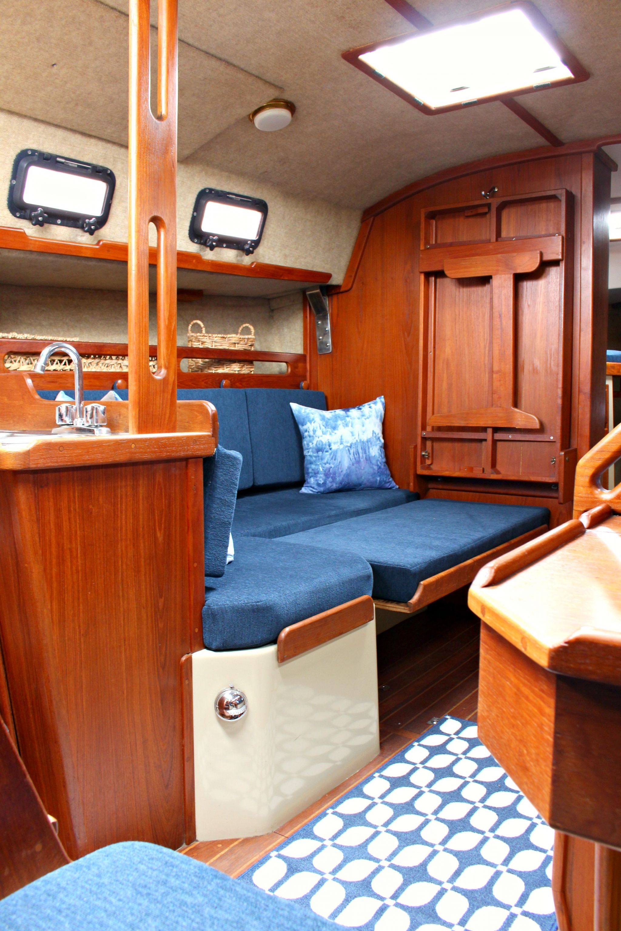 Ahoy Tour Our Updated Ticon 30 Sailboat Interior  Dans le Lakehouse