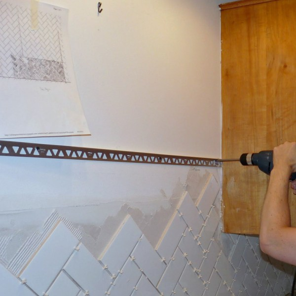 HOW TO FINISH TILE WITH METAL EDGING