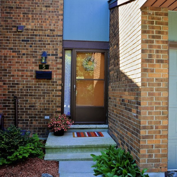 HOW TO CREATE CURB APPEAL EVEN WITH CONDO RULES