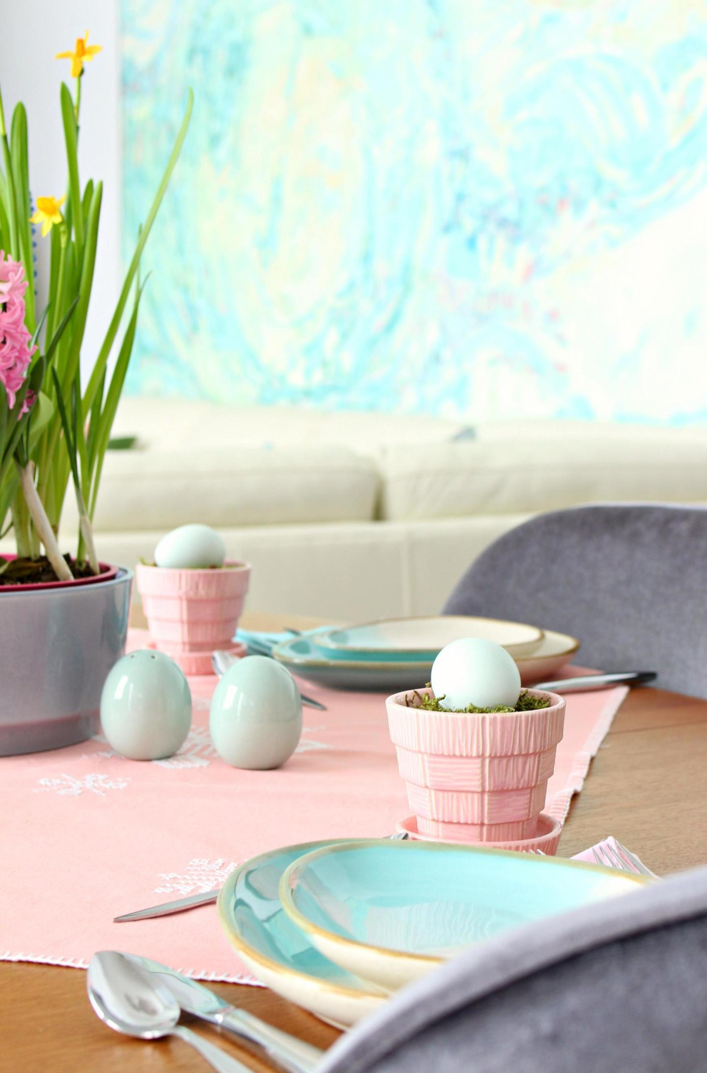 pink and turquoise spring tablescape