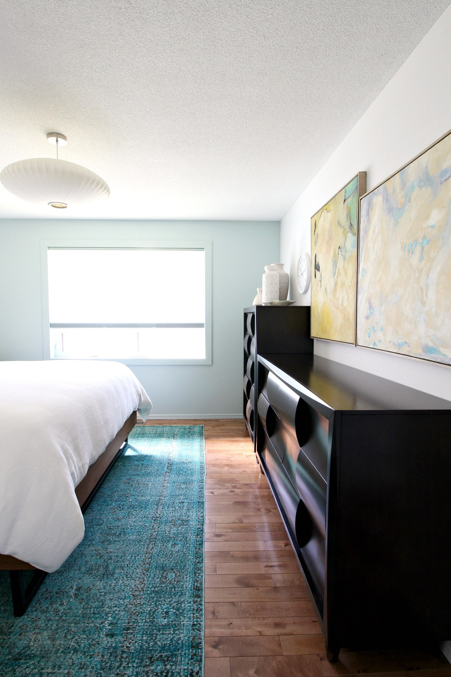 Choosing a Rug Size Small Bedroom