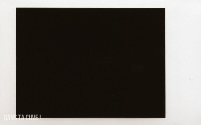 Noir c'est noir... (une photo en intérieur, avec un max d'ouverture et de temps de pose)