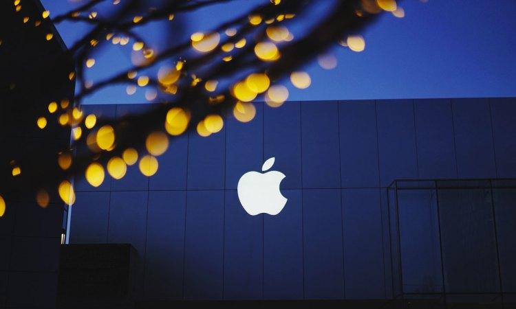 apple-store-night