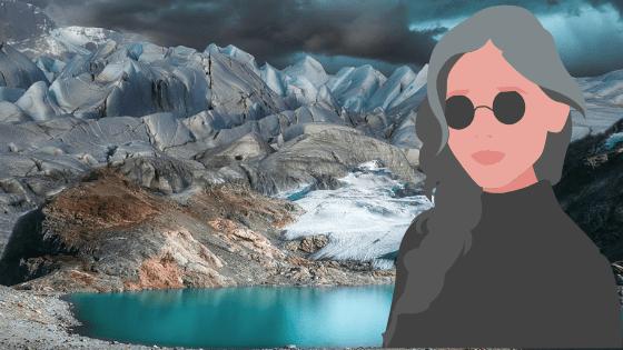 górski krajobraz i kobieta w okularach przeciwsłonecznych