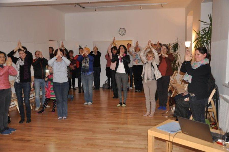 Besucher im DAO Zentrum bei der 10 Jahresfeier