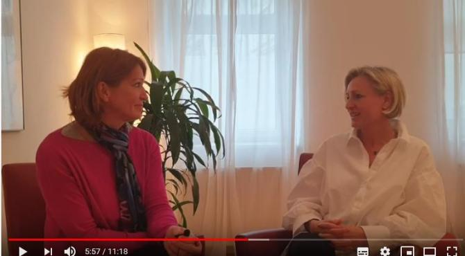 Psychologin Sabine Barta beim Interview im DAO-Zentrum mit Frauen für Frauen