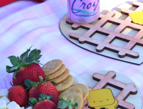 Cute Trivet holding drinks and snacks