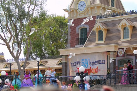 Disneyland_59th_Birthday_July_17_2014-60