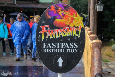 Sign for Fantasmic! Fastpass at Frontierland Entrance