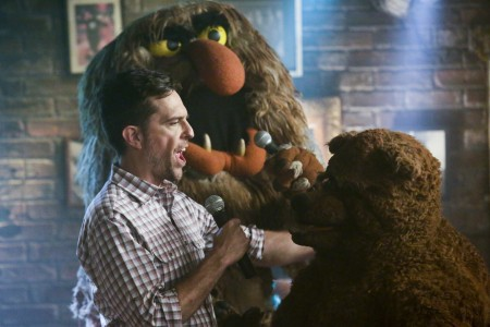 """THE MUPPETS - """"Pig Out""""- The gang has an epic night out when they run into Ed Helms at Rowlf's Tavern and they all perform their favorite karaoke jams, but Kermit is not pleased when no one shows up to work the next day. Meanwhile, Fozzie has an unfortunate accident during the show, on """"The Muppets,"""" TUESDAY, OCTOBER 13 (8:00-8:30 p.m., ET) on the ABC Television Network. (ABC/Nicole Wilder) ED HELMS, SWEETUMS, BOBO THE BEAR"""