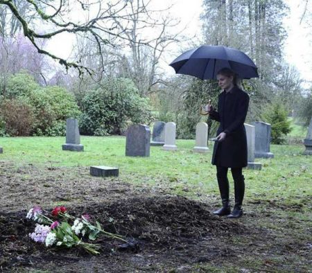 Once-Upon-a-Time-5x21-Last-Rites-Grave