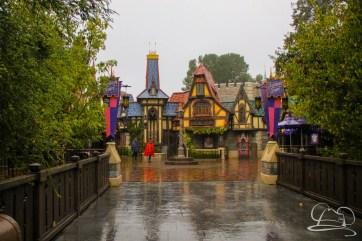 DisneylandResortRainyDay-29