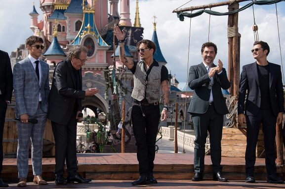 PARIS, FRANCE - MAY 14: Brenton Thwaites, Geoffrey Rush, Johnny Depp, Javier Bardem and Orlando Bloom attend the European Premiere to celebrate the release of Disney's Pirates of the Caribbean: Salazar's Revenge at Disneyland Paris on May 14, 2017 in Paris, France. (Photo by Francois Durand/Getty Images for Disney) *** Local Caption *** Brenton Thwaites; Geoffrey Rush; Johnny Depp; Javier Bardem; Orlando Bloom