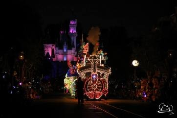 DisneylandMainStreetElectricalParade_45thAnniversary-6