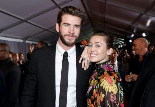 """HOLLYWOOD, CA - OCTOBER 10: Actor Liam Hemsworth (L) and Miley Cyrus at The World Premiere of Marvel Studios' """"Thor: Ragnarok"""" at the El Capitan Theatre on October 10, 2017 in Hollywood, California. (Photo by Rich Polk/Getty Images for Disney) *** Local Caption *** Liam Hemsworth; Miley Cyrus"""