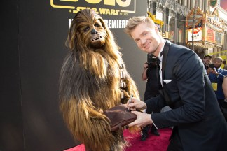 """Chewbacca gets an autograph from Joonas Suotamo at the world premiere of """"Solo: A Star Wars Story"""" in Hollywood on May 10, 2018..(Photo: Alex J. Berliner/ABImages)."""
