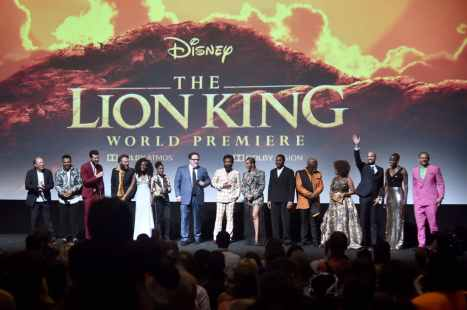 """HOLLYWOOD, CALIFORNIA - JULY 09: (L-R) Hans Zimmer, Chance The Rapper, Billy Eichner, Seth Rogen, Shahadi Wright Joseph, JD McCrary, Director/Producer Jon Favreau, Donald Glover, Beyonce Knowles-Carter, Chiwetel Ejiofor, John Kani, Alfre Woodard, Keegan-Michael Key, Florence Kasumba, and Eric Andre attends the World Premiere of Disney's """"THE LION KING"""" at the Dolby Theatre on July 09, 2019 in Hollywood, California. (Photo by Alberto E. Rodriguez/Getty Images for Disney)"""