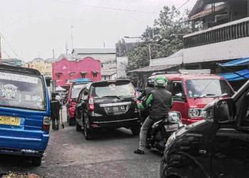 Arus lalu lintas di Jalan Stasiun Timur, Kota Sukabumi. Foto: dara.co.id/Riri