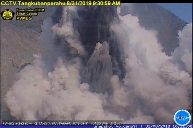 Cuplikan gambar kamera CCTV Pos Pemantau Gunungapi Tangkuban Parahu PVMBG menunjukkan aktivitas vulkanik Tangkuban Parahu hari ini. Foto/Istimewa/sindonews