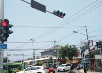 Lampu lalu lintas Simpang Proklamasi, Garut. Foto: dara.co.id/Beni