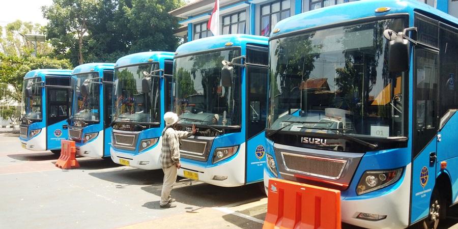 BRT terparkir di area Kantor Dishub Kota Sukabumi, Jalan Arief Rahman Hakim. Foto: dara.co.id/Riri
