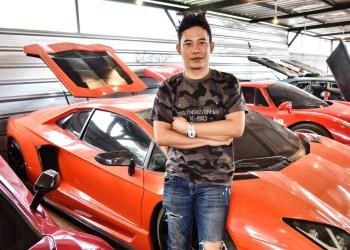 """Ronny Nopirman dengan sejumlah """"mobil mewahnya"""". Foto-foto: Humas Prmkab Bdg"""