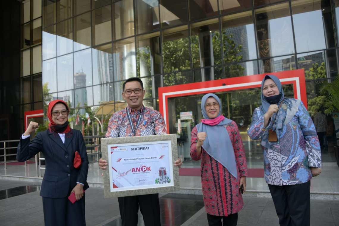 Ridwan Kamil saat menerima penghargaan di Gedung KPK, Jakarta (Foto: Humas Pemprov Jabar )