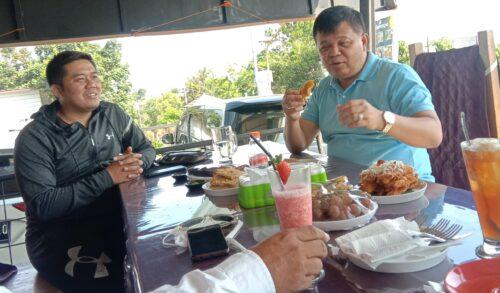 Bupati Bandung Barat Aa Umbara Sutisna saat menikmati makanan di Cafe Dua Rupa