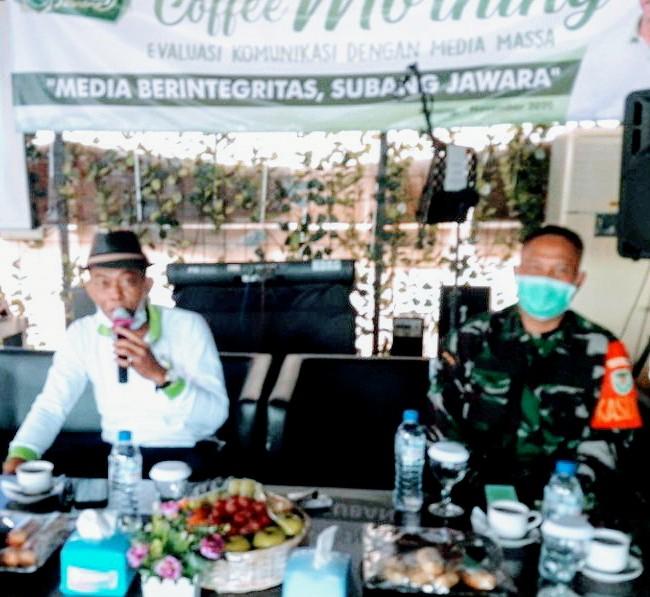 Bupati Subang H Ruhimat saat coffe morning bersama wartawan (Foto: deny Suhendar/dara.co.id)