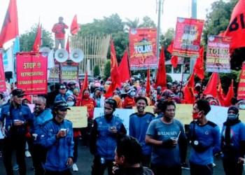 Ribuan buruh kembali gelar demo, penolakan Omnibus Law Cipta Kerja (Foto: Yudi Suhendar/dara.co.id)
