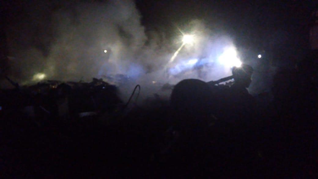 Sebuah rumah hangus terbakar (Foto: Purwanda/dara.co.id)