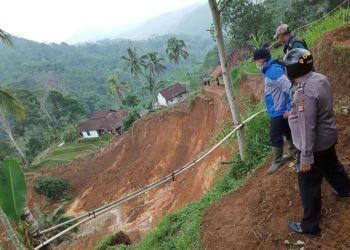 Lokasi longsor di Desa Karyamekar, Kecamatan Cilawu, Kabupaten Garut (Foto: Istimewa)