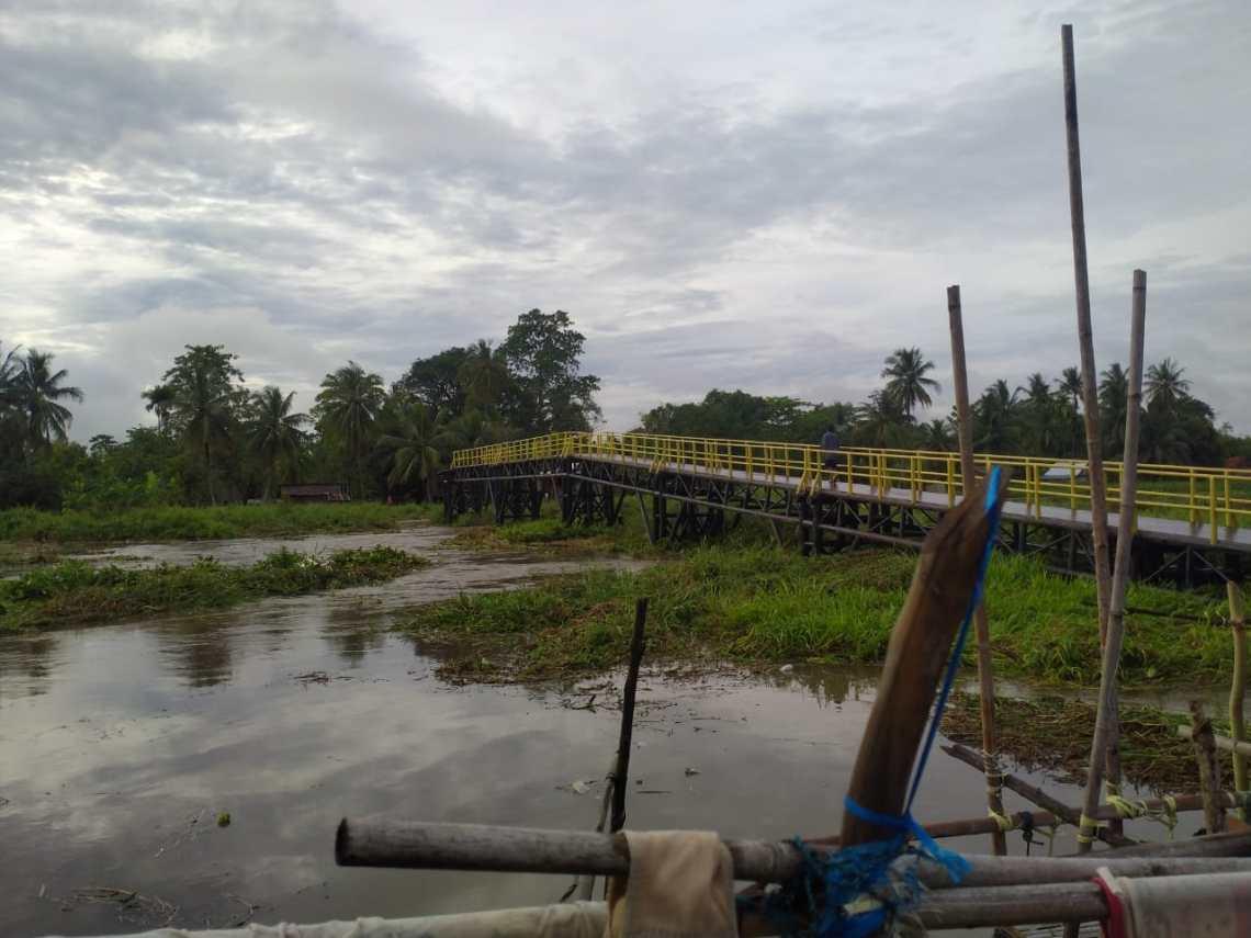 Sebuah jembatyan ambruk pasca diguyur hujan (Foto: Istimewa)