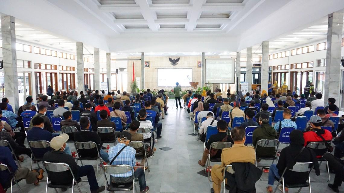 Pelaksanaan Sosialisasi Penyaluran Bantuan Sosial Rutilahu Tahun Anggaran 2021 di Gedung Pendopo, Kecamatan Garut Kota, Kabupaten Garut (Foto: Andre/dara.co.id)