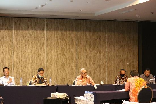 Timsel saat mewawancarai calon pejabat eselon 2 di Holiday In-Bandung (Foto: Istimewa)