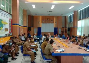Satgas Covid-19, dipimpin Sekda KBB Asep Sodikin rapat evaluasi Covid-19 di ruang rapat Sekda-Komplek Perkantoran KBB (Foto: Heni Suhaeni/dara.co.id)